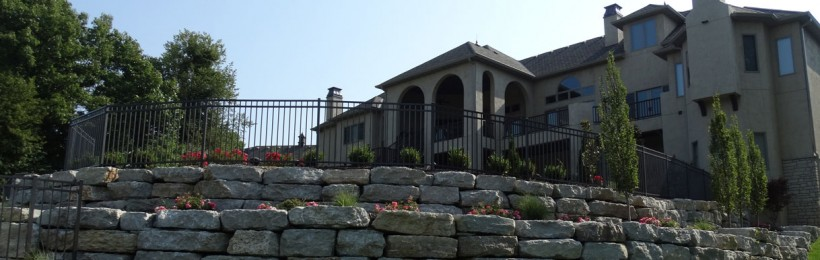 Natural Stone Wall – A Pleasing Addition to Your Landscape